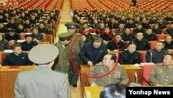 지난해 12월 9일 북한 조선중앙TV는 장성택 국방위원회 부위원장이 노동당 정치국 확대회의에서 체포되는 모습을 공개했다.