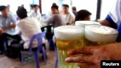 Việt Nam tiêu thụ gần 4 tỷ lít bia vào năm 2016.