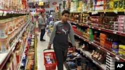 FILE - Iranians shop in a supermarket in north Tehran, April 29, 2015.