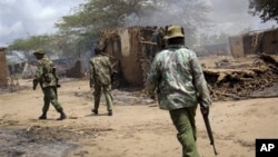 지난 9월 케냐 남동부 은두루 마을에서 인종간 폭력사태가 발생한 가운데, 순찰 중인 경찰. (자료사진)
