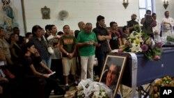"""""""Buscaremos justicia. No buscamos venganza, pero sí tenemos sed de verdad"""", dijo la hija de Payá en la misa fúnebre."""