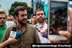 El dirigente político Gabriel Santana dice que el 90% de los habitantes de Chacao, en Caracas, no tiene agua potable.