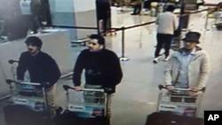تصاویر گرفته شده از کمره های مدار بسته که در آن مظنونان حملات دیروز دیده می شوند.