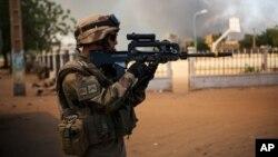 21일 말리 가오시에서 이슬람 무장분자와 대치중인 프랑스군.