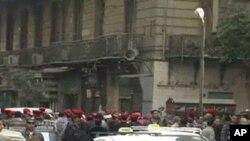 Des manifestants dans une roue du Caire