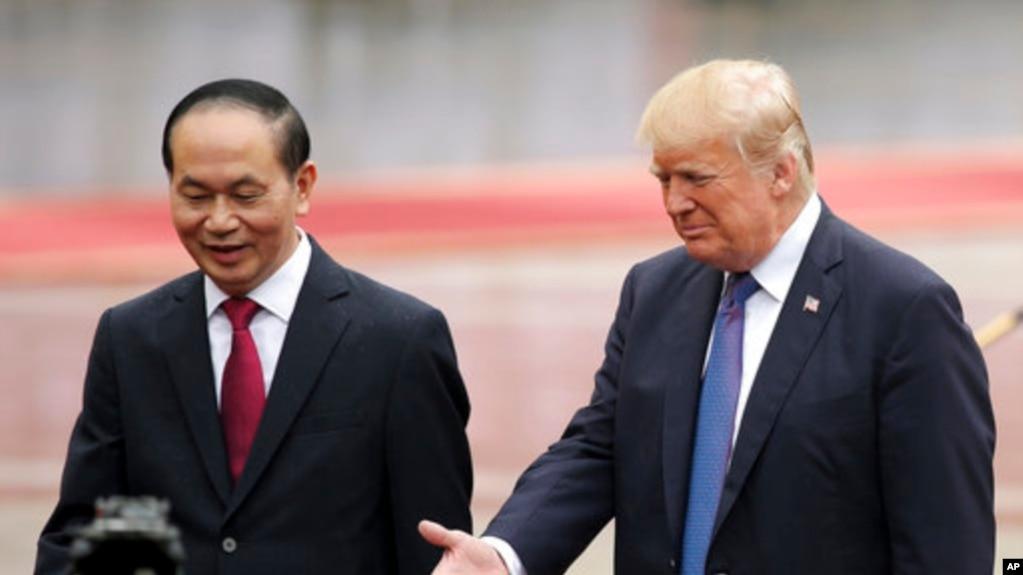 """Ông Quang tiếp ông """"Trăm"""" trong chuyến tổng thống Mỹ thăm chính thức Việt Nam."""