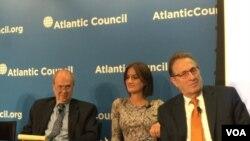 """大西洋理事会国际安全中心""""战略远见倡议""""主任伯罗斯(美国之音叶林摄)"""