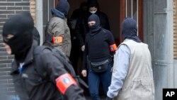 Racija belgijske policije u naselju Anderleh u Briselu, 23. mart 2016.