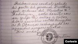 La orden de recoger cartas de los alumnos contra la medida del presidente Obama fue notificada en el libro de novedades diarias a los maestros de la escuela Madre María de San José en el estado Bolívar, al sureste de Venezuela.