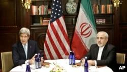 美国国务卿克里与伊朗外长扎里夫会见记者