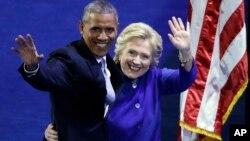 Барак Обама і Гілларі Клінтон на з'їзді Демократичної партії у Філадельфії