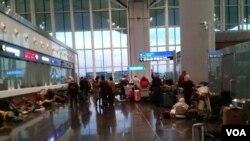 Istanbul xalqaro aeroportida qolib ketgan o'zbekistonliklar. 19-mart, 2020.