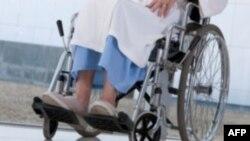 Liệu pháp thử nghiệm mới giúp người liệt hai chân cử động