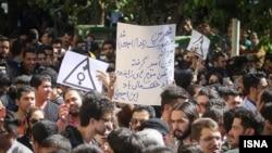 اعتراض به اسید پاشی های اصفهان که احساسات افکار عمومی را بر انگیخت.