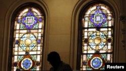 Jake Strotman, de 23 años, deberá asistir 12 domingos seguidos a un servicio bautista.