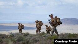 轮驻澳大利亚的美国海军陆战队2016年7月1日在达尔文附近训练(美国军方照片)