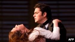 Ermonela Jaho dhe Saimir Pirgu këndojnë në Operën e Londrës