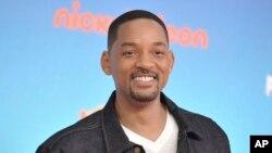 ویل اسمیت سال ۲۰۰۶ در فیلم «در جستجوی خوشبختی» در نقش یک بیخانمان بازی کرده بود.