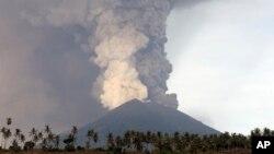 Núi lửa Agung, Bali, Indonesia, ngày 27/11/2017.