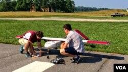 Researchers work on a drone in Blacksburg, Virginia. Photo shot with Google Glass. (Carolyn Presutti/VOA)