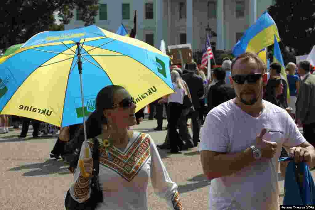 В Вашингтоне мода на все украинское - даже зонты от солнца