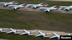 امریکن ایئرلائنز کے مسافر طیارے (فائل)