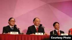 倫敦奧運會中國金牌運動員代表團訪問香港。(中坐者劉鵬)