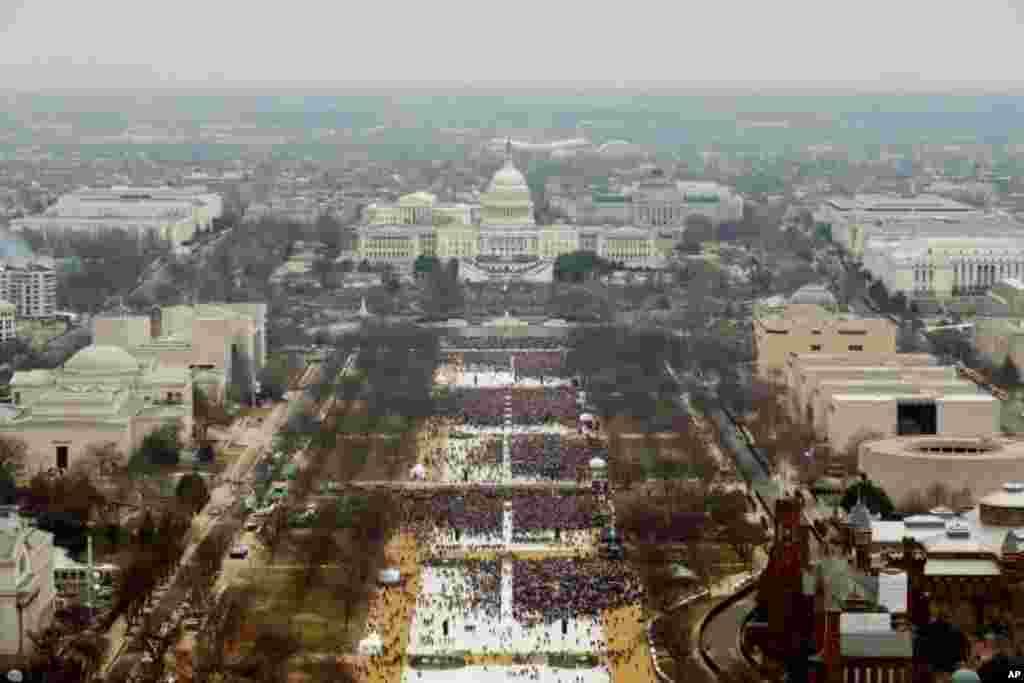 Зрители, собравшиеся на церемонию инаугурации Дональда Трампа (Фото: Reuters)