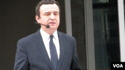 Aljbin Kurti, vršilac dužnosti predsednika vlade Kosova na konferenciji za novinare u Prištini.
