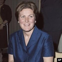 斯大林女儿投奔美国后与记者见面谴责苏联体制(1967年)