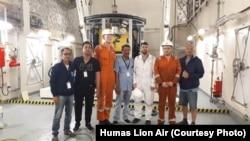 Presiden Direktur Lion Air Group, Edward Sirait (keempat dari kiri) bersama tim melakukan kunjungan dan koordinasi dalam persiapan pengoperasian MPV Everest di Johor Bahru, Malaysia, Minggu, 16 Desember 2018.(Foto: Humas Lion Air)