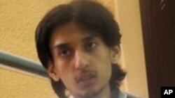 رائف بداوی وبلاگنویس سعودی که به زندان، جریمه نقدی و شتحمل هزار ضربه شلاق محکوم شده است