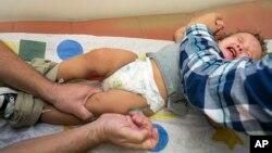 CDC nói rằng thuốc chủng ban sởi MMR có công hiệu 97% trong việc ngăn ngừa bệnh sởi.
