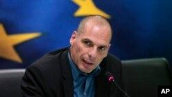 Bộ trưởng Tài chính Hy Lạp Yanis Varoufakis trả lời câu hỏi của phóng viên báo chí trong một cuộc họp báo ở Athens, 30/1/15
