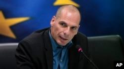 希腊财政部长瓦鲁法基斯2015年1月30日在记者会上回答问题