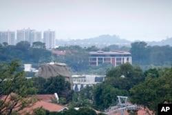 Deo fasade hotela Kapela vidi se u sredini ove fotografije, na ostrvu Sentosa u Singapuru, 6. juna 2018, pred samit planiran za utorak, 12. juna, u Singapuru, između predsednika Donalda Trampa i severnokorejskog autokrate, Kim Džong Una.