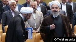 آقای روحانی حمله به اماکن دیپلماتیک را حمله به خانه مردم توصیف کرد.