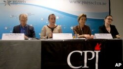 Giám đốc ban vận động của CPJ Courtney Radsch (thứ 2 từ trái sang) trong một cuộc họp báo ở Brussels. (Ảnh tư liệu)