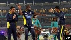 ڈیرن سیمی پی ایس ایل 2017 کے فائنل سے قبل دیگر کھلاڑیوں کے ساتھ رقص کر رہے ہیں