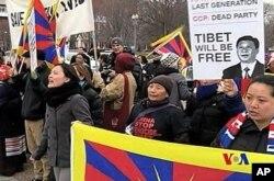 Διαδηλωτές μπροστά απ' τον Λευκό Οίκο
