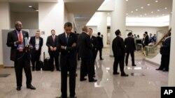 Обама предложи замрзнување на платите на вработените во владата