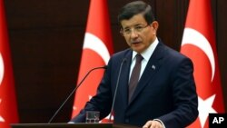 Perdana Menteri Turki Ahmet Davutoglu memperingatkan AS dan Rusia untuk tidak mempersenjatai pasukan Kurdi di Suriah (foto: dok).