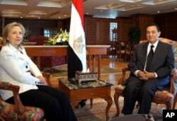 US Secretary of State Hillary Clinton meets with Egyptian President Hosni Mubarak in Sharm el Sheikh, 14 Sept 2010.