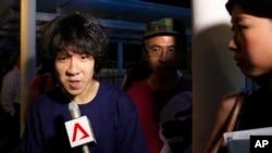 余澎杉5月12號在新加坡離開法庭時接受記者採訪