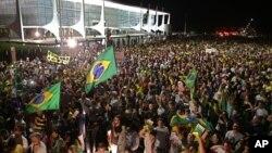 Khoảng 2.000 người biểu tình đã đổ xuống các con phố ở Brazil hôm 16/3/2016 để chống lại quyết định bổ nhiệm của Tổng thống Dilma Rousseff.