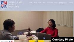 탈북자 교육프로그램의 일환으로 무상 영어교육을 실시하는 미국 내 대북 인권단체 '에녹(ENoK)'. 웹사이트에 탈북자와 영어교육 중인 자원봉사자의 모습이 실려있다.