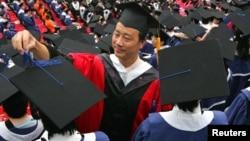 중국 상해 푸단대학교의 졸업식장. (자료사진)