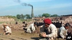 پاکستان میں بھٹہ مزدوروں کے استحصال کا سلسلہ جاری