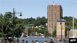 Затопленный перекресток в городе Патерсон, штат Нью-Джерси. 30 августа 2011 г.