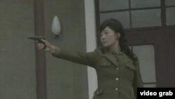 북한 관영 '조선중앙방송'은 지난 9일 김정은 정권 첫 다부작 예술영화인 '포성 없는 전구'가 나왔다고 소개했다.